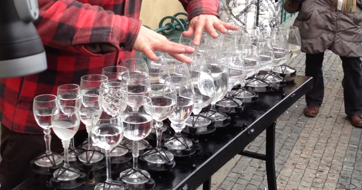 Hallelujah played on glasses by street performer