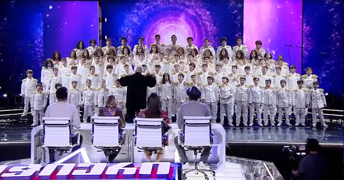 Full view of cchoir and judges wih conductor