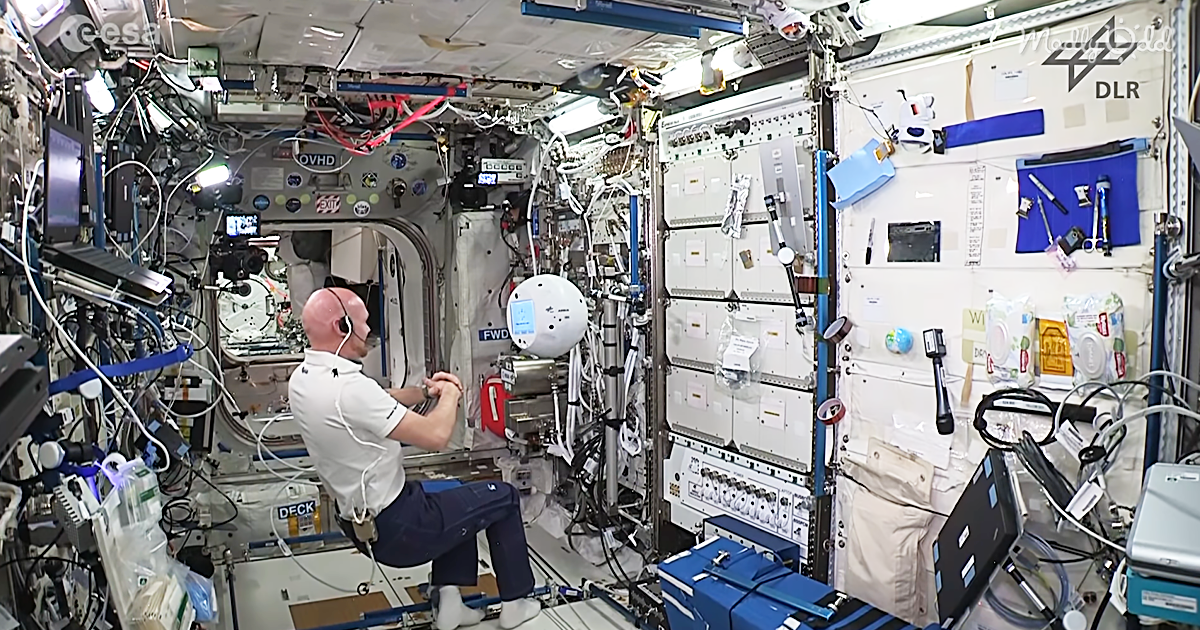 og2 NASA's Floating Robot Goes Rogue On The Space Station, Hilarity Ensues