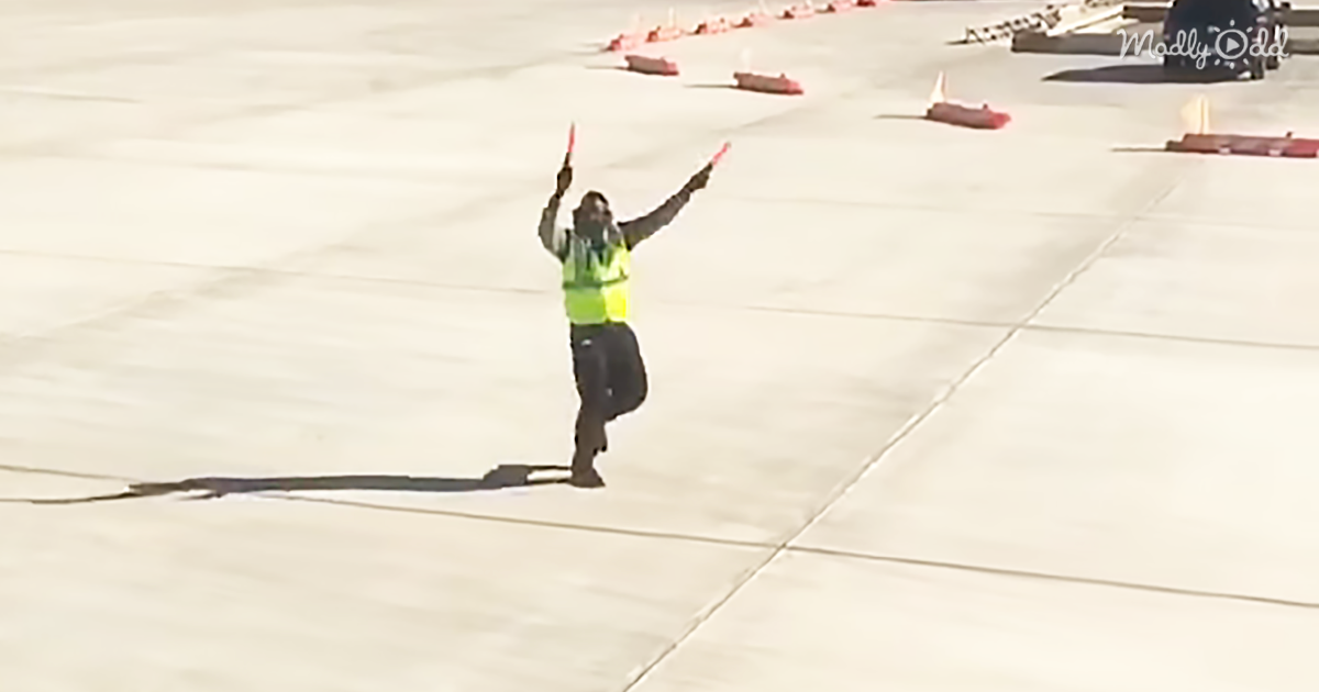 61713-OG1-This-Airport-Employee-Makes-The-Best-of-His-Job-To-The-Entertainment-of-Passengers